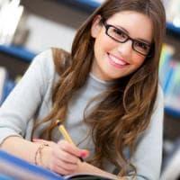 Il gap delle donne: più brave a scuola, meno pagate sul lavoro