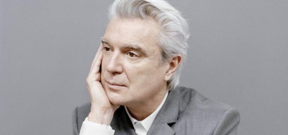 """David Byrne si scusa: """"Sono pentito di non aver cercato musiciste con cui collaborare"""""""