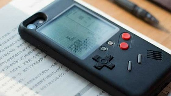 iPhone, quella custodia è un Game Boy