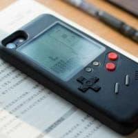 iPhone, quella custodia è un Game Boy