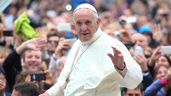 """Papa Francesco contro le offerte 'obbligatorie' per i suffragi: """"La messa non si paga, capito?"""""""