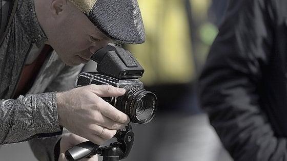 """Addio fotocamera, in viaggio solo smartphone. Ma a sorpresa, solo tra gli """"over 50"""""""