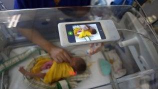 In terapia intensiva arrivano le culle con lo smartphone
