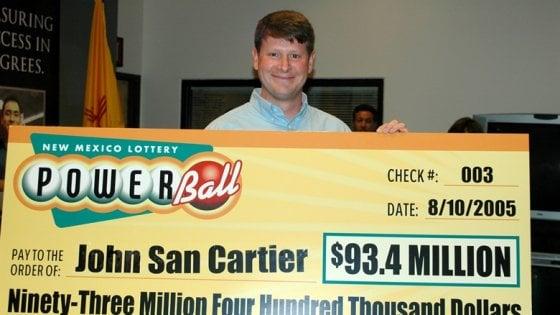 New Hampshire, una donna vince 500 milioni alla lotteria e vuole restare anonima. Ma per legge non può