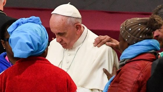 """Migranti, Papa: """"Non sono nemici, paura dello straniero malattia che può contagiare i cristiani"""""""