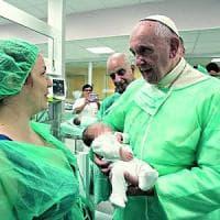 Francesco, i cinque anni in Vaticano del Papa parroco: gesti e aneddoti di un pontefice che vuole essere