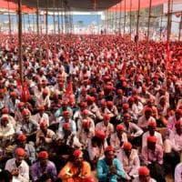 India, aumentano i suicidi tra gli agricoltori: la lunga marcia dei contadini su Mumbai