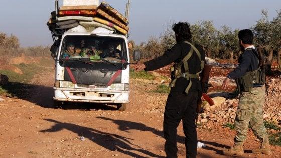"""La Turchia: """"Abbiamo circondato Afrin"""". I curdi: falso, è propaganda"""