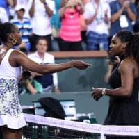 Tennis, Indian Wells: Venus Williams batte la sorella Serena. Federer agli ottavi