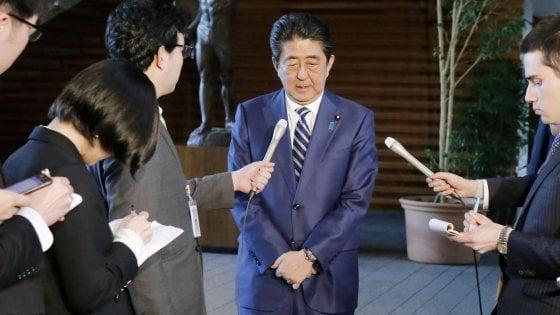 Giappone, scandalo finanziario per il premier Abe: trema il governo