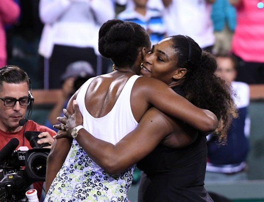 Tennis, Venus Williams vince il 'sister act' contro la sorella Serena