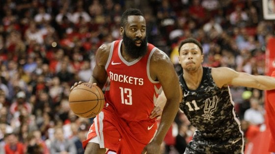 Basket, Nba: Houston spazza via San Antonio, Portland da 10 e lode