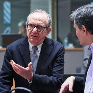 Il ministro Padoan all'Ecofin, nella foto con il greco Tsakalotos