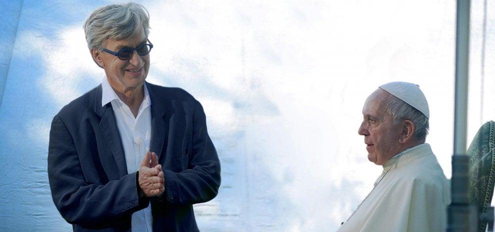 """Wim Wenders e il Papa: """"Mai avrei sognato di fare un film con Francesco"""""""