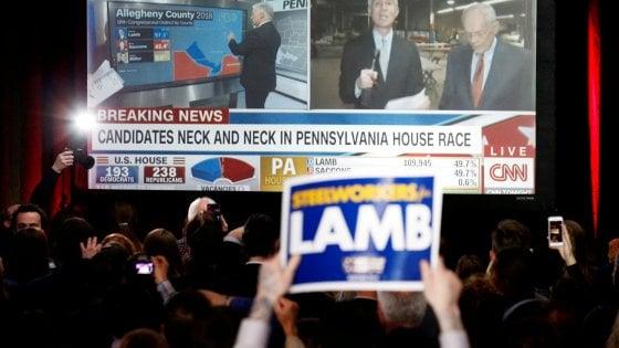 Elezioni in Pennsylvania, nuovo schiaffo a Trump: il candidato democratico vince di misura ma si ricontano i voti