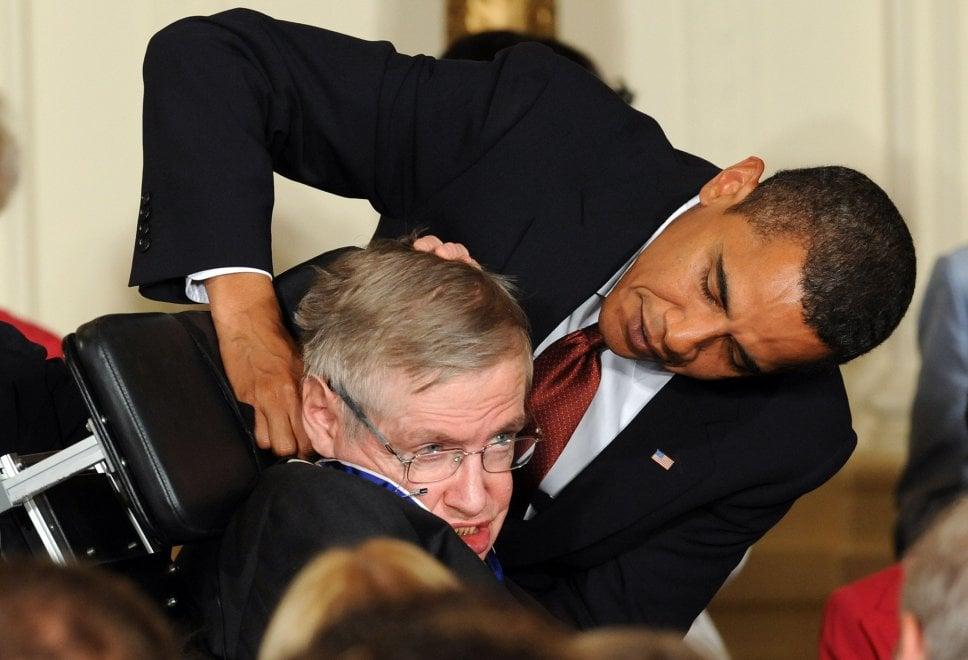 Addio a Stephen Hawking, star dell'astrofisica celebrato dai grandi del mondo