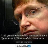 """Le frasi di Stephen Hawking: dalla """"vita tragica ma divertente"""" a """"l'illusione della..."""
