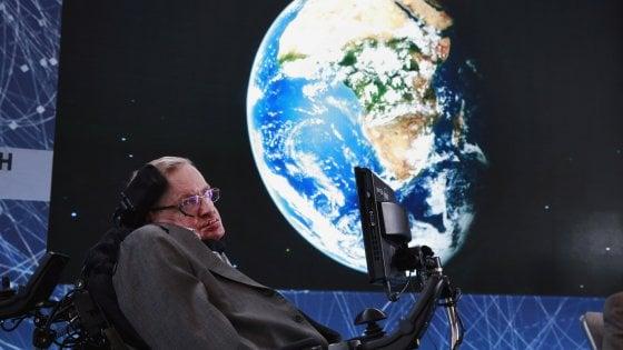 È morto Stephen Hawking, l'astrofisico della 'Teoria del Tutto' che studiò l'origine dell'universo: aveva 76 anni