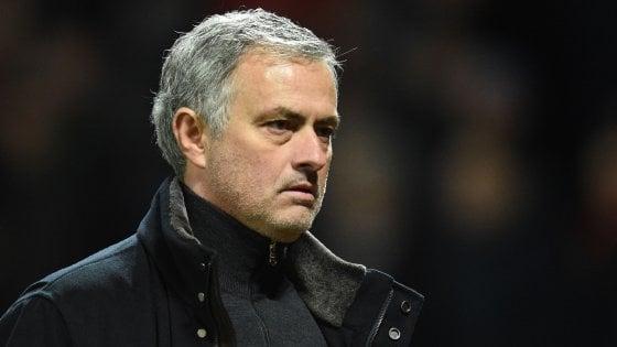"""De Boer, """"Mourinho spende un miliardo per giocare così...''. Ma poi si scopre che è un fake"""
