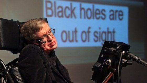 """Quel messaggio di speranza di Hawking per chi soffre di depressione: """"Si può uscire da un buco nero"""""""
