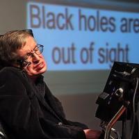 """Quel messaggio di speranza di Hawking per chi soffre di depressione: """"Si può uscire da un..."""