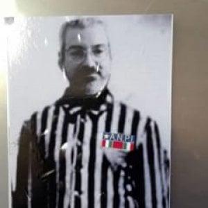 Udine, adesivi antisemiti contro ex sindaco Honsell: in divisa da deportato con simbolo Anpi