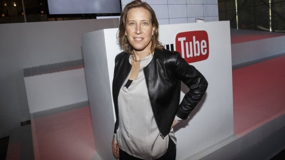 YouTube dichiara guerra a complottisti e fake news