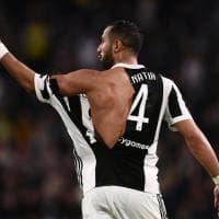 Juventus-Atalanta, la maglia strappata di Benatia dopo lo scontro in area con De Roon