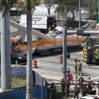 Usa, crolla ponte pedonale a Miami: le immagini dall'alto