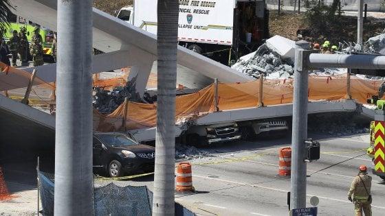 Miami, ponte pedonale crolla su strada a sei corsie e schiaccia auto: quattro morti. Trump offre aiuto federale