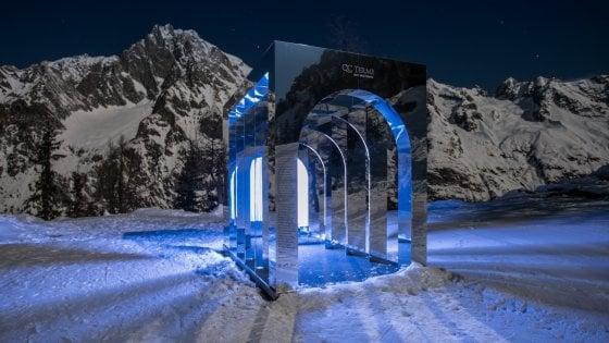 Un'istallazione artistica sulla neve: la più alta d'Italia