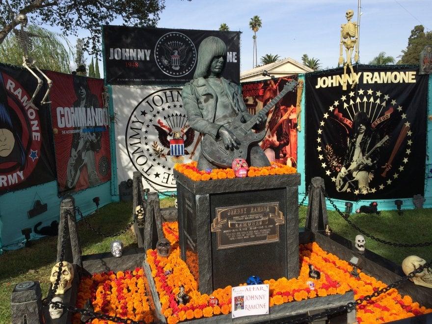 Hollywood Forever, il cimitero delle star tra cineclub e Día de los Muertos
