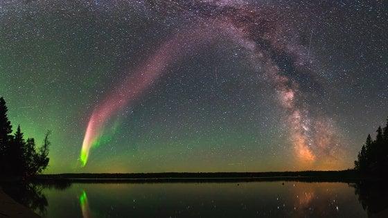 Ecco Steve, l'aurora boreale scoperta da un papà con la passione per la fotografia