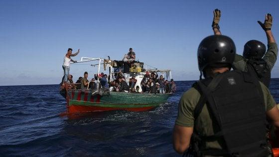 Migranti, arrivata a Pozzallo la nave della Ong spagnola con 218 persone a bordo