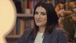"""Laura Pausini si confessa: """"Non ho mai studiato canto, dopo Sanremo persi la voce"""""""