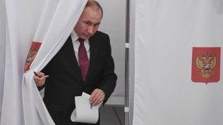 Putin vota nel suo seggio