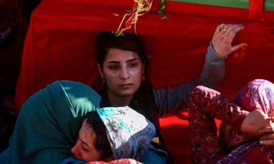 """Siria, l'esercito sostenuto dai turchi entra ad Afrin. Curdi: """"Non ci arrendiamo, la riconquisteremo"""""""
