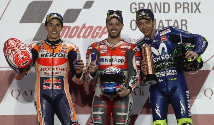MotoGp, Qatar: Dovizioso da impazzire, vince in volata davanti a Marquez. Rossi è terzo