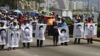 Messico, indagini insabbiate  sulla sparizione di 43 studenti:  corpi bruciati e gettati in discarica