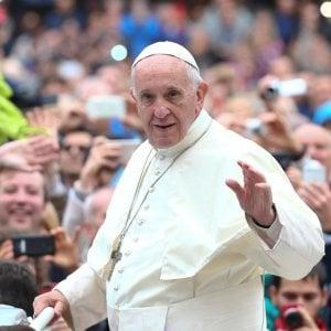 Il Papa: andare con le prostitute è un atto di tortura