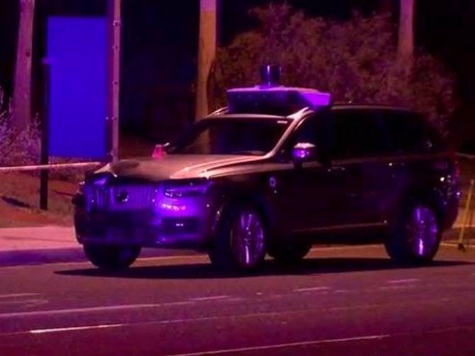 Uber, incidente mortale per l'auto a guida autonoma