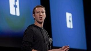 """Scandalo dati, in Borsa cade Facebook con tutti i social: Twitter -9%.I parlamenti di Ue e Gb: """"Zuckerberg chiarisca"""""""
