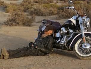 Terence Hill al cinema: don Matteo torna cowboy, un solitario nel deserto