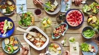 Il segreto dei centenari: molta verdura e un poco di vino rosso