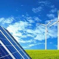 Energia, le rinnovabili crescono e costano 2 miliardi in meno