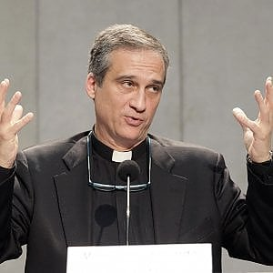 """Vaticano, si è dimesso monsignor Viganò per il caso della lettera di Ratzinger """"tagliata"""""""
