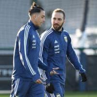 Higuain: ''Chi non mi ama dovrà sopportarmi ancora a lungo''. Alex Sandro