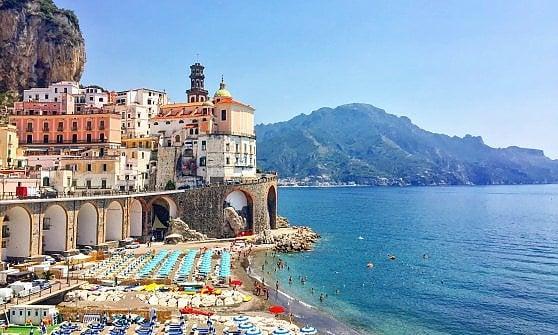 Tra isole selvagge e borghi affacciati sull'acqua, le spiagge italiane da non perdere