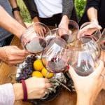 Vino e Gdo: crescono i prodotti top, calano bottiglioni e brick