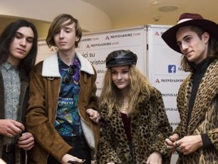 Maneskin a Milano: grinta, cover dei Rolling Stones e look che fa impazzire i fan
